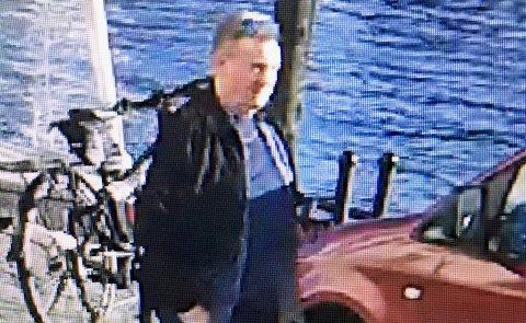 59-åringen ble sist sett i Arendal fredag 16. april 2021 klokken 18.45. Han kom da gående på Langbrygga i Arendal i retning Havnegaten. Dette er siste sikre observasjon av ham. Foto: Politiet
