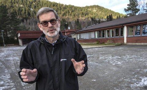 Stemte: I fylkesutvalget kunne ikke Knut H. Duesund (KrF) stemme for annet enn å si stopp til Vidarvoll-skolen. - Ingen kan hoppe over kulturminnelovgivningen, sier han.