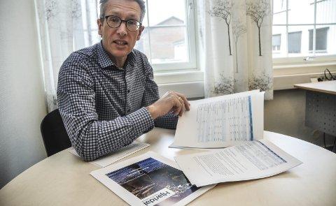 Lite penger: Her er tallene. Rådmann Rune Engehult i Hjartdal mener kommunen ikke lenger har penger til å drive tre skoler. Hans råd er å sentralisere til en. Som vil få rundt 200 elever på 10 klassetrinn – 20 elever på hvert årskull.