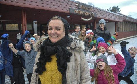 Fornøyd: Rektor Inger Lise Olsen og elevene hennes er fornøyd. Lisleherad Montessoriskole er blitt en skolesuksess.