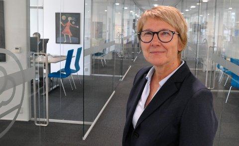 Korona-tiltak: :Åse Kjersti Øverdal, banksjef i Hjartdalbanken, har gjennomført tiltak rettet mot alle ansatte. Den ansatte som ble smittet har ikke hatt kundekontakt.  (Foto: Jens Marius Hammer)