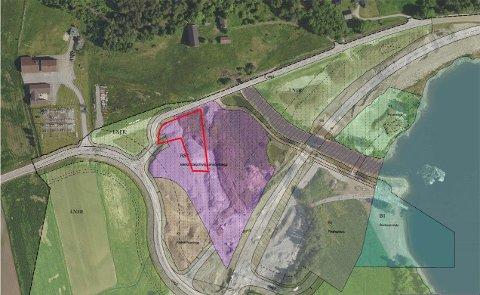 SOLGT: Det rødmerkede området er tomta som ble solgt. Den ligger midt mellom avkjøringsveien til Mælefjelltunnelen og gamleveien gjennom Gvammen.