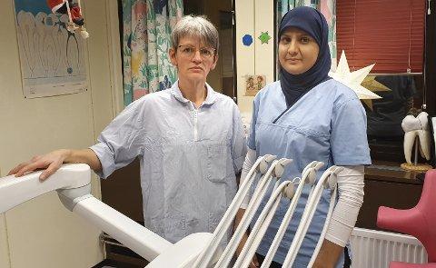 BEKYMRET: Siv Lilleholt (til venstre) og Mariam Ahmad mener vedvarende underbemanning rammer lovpålagte oppgaver i tannhelsetjenesten på Nordmøre.