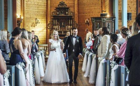 Bryllup: Magne Hoseth giftet seg med sin mangeårige samboer Monica Møster i Nesset kirke lørdag 27. juli. Bryllupsfesten ble holdt på Aker stadion. foto: Erik Birkeland
