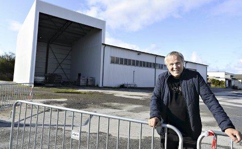 Kjøpte hall og tomt: I fjor bladde Kjell Otto Hoel og Bratthallen opp 5 millioner kroner for å kjøpe en lagerhall og ei tomt på Hagelin. Nå er det planer om å utvikle området videre. Nye idrettshaller er noe av det som vurderes.