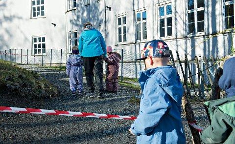 Barnehagene i Norge åpnet igjen mandag 20. april, men hverdagen er blitt litt annerledes. Barna deles nå inn i «kohorter».