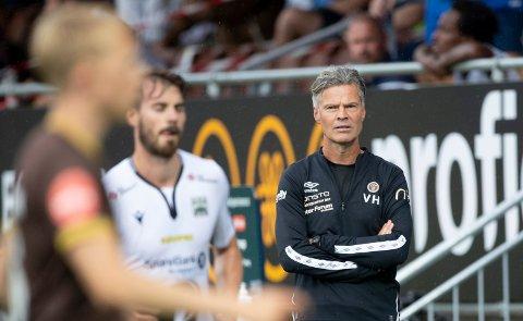 Mjøndalens trener Vegard Hansen måtte tåle nok et tap i forrige serierunde. Bildet viser en tidligere kamp mellom MIF og KBK.