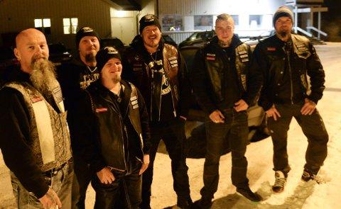 ENPROSENTKLUBB: MC-klubben No Surrender med medlemmene Roy Lund (f.v.), Geir Wilhelmsen, Jan Schjerven, Terje Østby, Martin Olsen og Ray Johannesen har etablert seg i Våle. Klubben er en enprosentklubb.