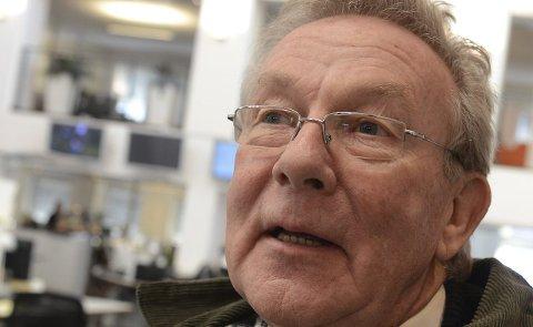 ET HINDER: Steinar Gullvåg (Ap) mener et kommunalt servicetorg vil være nødvendig for eldre som trenger hjelp med internettbruk.