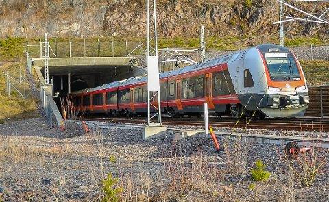 Knyttes Vestfoldbanen og Sørlandsbanen sammen, kan togene fra Oslo til Kristiansand og Stavanger gå via Vestfold.