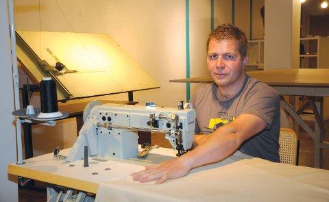 Kroken på døra: Etter drøye seks år er det slutt for Sergej Grindenkos butikk og verksted «Skinn Prosjekter» i Tvedestrand sentrum.Arkivfoto