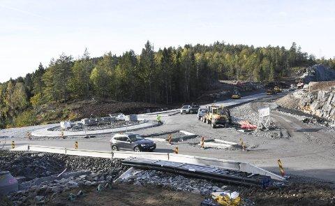 I denne rundkjøringen kommer Genistreken fra Grenstøl kommer ut på Ytre vei (dagens fylkesvei 410). Foto: Øystein K. Darbo