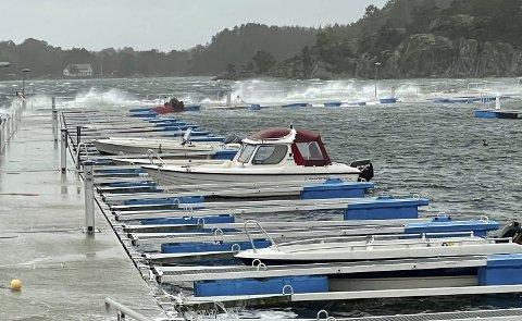 Heftig vær: Det har vært mye vær den siste tiden, og spesielt på søndag med opp til sterk storm. Foto: Frode Hansen