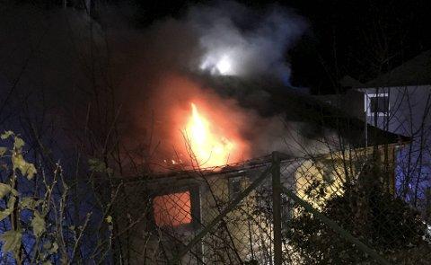 Flammene ødela store deler av huset.