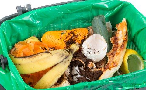 BRØD i SØPLA. Hele brød og gulrøtter havner i restavfallet. Ikke i den grønne posen til Roaf.