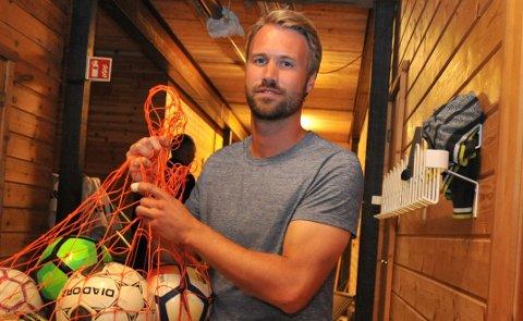 LÅNETILBUDPÅVENT:Aleksander Sveinson Viker har siden i fjor jobbet som koordinator for Bua, men tilbudet er foreløpig utsatt til våren.