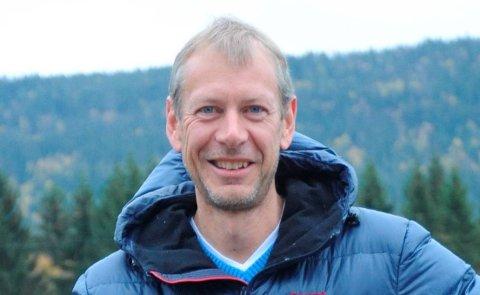 MOTSVAR MOT MORALISERING: Geir Sandberg i Kruttverket følger opp anbefalingene fra myndighetene om å holde avstand, men alt med måte.