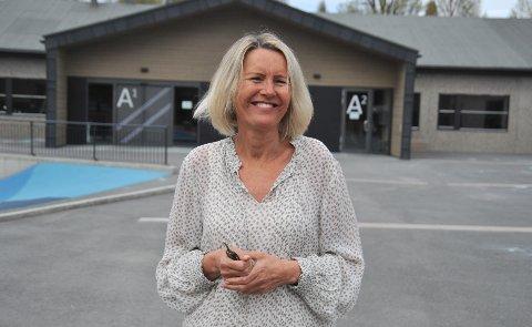 MÅVÆREKREATIV:Rektor Eva Britt Rem på Sørli skole er glad for å kunne sjonglere mellom vanlig skole, hjemmeskole og uteskole for å få kabalen til å gå opp.