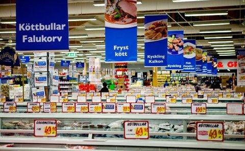 GODE TIDER: Det var svært gode besøkstall på shoppingsentrene ved grensen i påsken. Nordmenn benytter seg av lavere priser og stort utvalg av mat og varer når de grensehandler i Sverige.