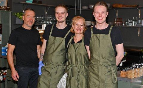 Frode, Håkon, Lise og Daniel fra Fru Johnsens på Tangen senter ønsker å ansette flere.