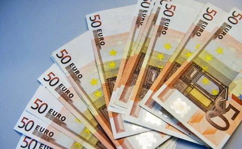 Tilgjengelig fra minibanken i Ås: Euro.