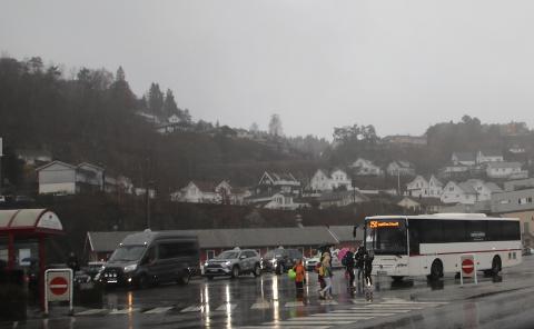 AVHENGIG AV TRANSPORT: For elever som er avhengig av skyss blir forkortede skoledager før jul ikke så korte på grunn av venting på den «vanlige» busstiden.