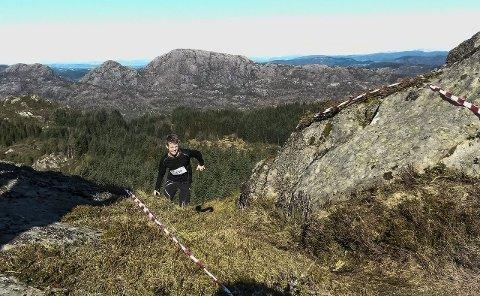 RASKASTE MANN: Svein Roar Kvamme på veg til målgang på toppen av Tveitanipa.FOTO: Anita Skarpenes