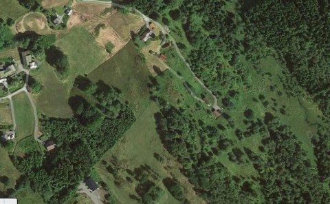 Her i Skarvegen 26 i Alversund hadde kommunen planlagd å byggje omsorgsboligar.