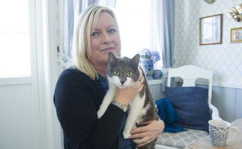 Helt vanlig: Randi Ramberg er gift på nytt og lever et «vanlig liv» på Askøy med                                                       mann og to katter. – Da jeg gikk ut av Jehovas vitner trodde jeg folk utenfor menigheten var så umoralske og skumle, men de jeg møtte var jo så greie, høflige og flinke, sier hun.