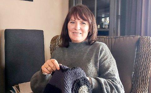 TAR DET HELT MED RO: Elisabeth Drolsum, som er hjelpepleier på Modumheimen, stresser ikke selv om hun fikk AstraZeneca rett før vaksineringen av denne ble stanset torsdag.