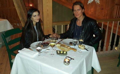 DATE: Stina og PelleK på en middag for noen dager siden.