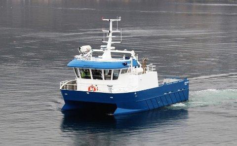 """Slik ser den nye arbeidsbåten til Steinvik Fiskefarm ut. """"Bruvær"""" er produsert i Kroatia for Moen Marin."""