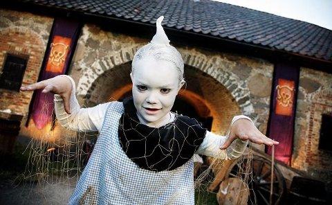 Synne Holm spilte i 2006 spøkelset Spooki på Kongsten Fort.