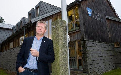 Overskudd i Hvaler kommune: Rådmann Dag W. Eriksen berømmer de ansatte i kommunen for flott innsats med å rette opp kommunens økonomi i fjoråret.