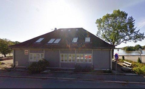 Sju millioner: Dette var hovedkontoret til Stiftelsen Fyrlykta. I ett år har de forsøkt å selge bygget på Tollbodbrygga med utsikt til Isegran og Gamlebyen.