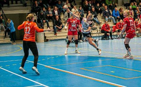 SCORET 12 MÅL: Heidi Løke var nærmest ustoppelig på streken da FBK møtte Vipers borte. Løke scoret 12 og FBK tapte 42-29.