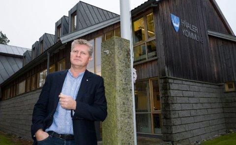 Rådmann Dag W. Eriksen vil øke eiendomsskatten til tre promille, men mener at det blir  omtrent det samme å betale på grunn av nye regler.