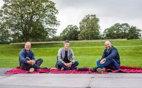 Piknik på Isegran: Lasse Imrik (fra venstre), Per Christian Skauen Hans Jørgen Sandli kommer med pledd, mat, drikke og musikk. 8. september er det gratiskonsert.
