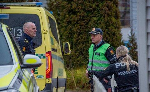 DØDE: En Fredrikstad-mann i 40-årene døde etter en voldshendelse på en adresse på Lisleby i midten av mars. En mossing (43)  sitter nå tiltalt for drapet. Han erkjenner ikke straffskyld.