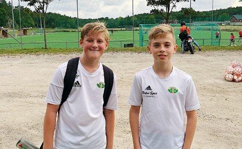 GLADE: (fra venstre) Jacob Lo Edvardsen og Ole-Gabriel Kvernmoen (12) er veldig glade for at serien har startet igjen.