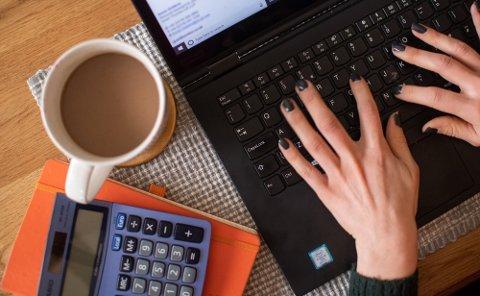MANGLENDE KUNNSKAP: Har du fått informasjon fra arbeidsgiver om hvilke regler og rutiner som gjelder for digital sikkerhet på hjemmekontoret? Mange har ikke det. Foto: Joe Giddens (Pa Photos)