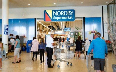 Nå strømmer nordmennene til Sverige igjen, men mange risikerer å bli tatt i tollen. Kan du reglene? Test vår nyhetsquiz!