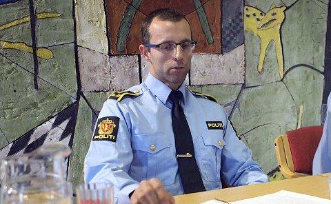 POLITIADVOKAT: Torgeir Kvitvik opplyser at det er tatt ut tiltale mot føreren etter at en rullestol veltet og passasjeren ble påført skade.