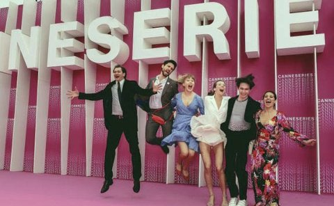 Pris: Glade skuespillere i Cannes. F.v. Per Kjerstad, Bart Edwards, Malene Wadel, Anne Regine Ellingsæter, Amund Harboe og Pia Tjelta. Foto: CANNESERIES/Olivier Vigerie