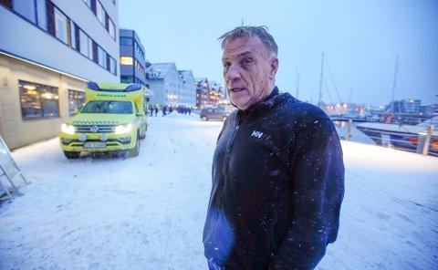 - KAOTISK: Magne Jakobsen er skipper på søsterskipet «Capella», som kom til havaristen. Håndteringen får skryt fra turistene.
