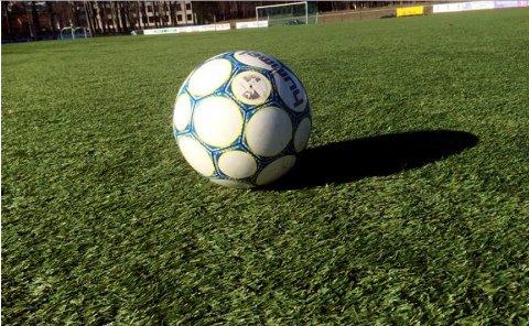 BALL ER BALL: Klart for litt fotball igjen, uten helt gitte retningslinjer.