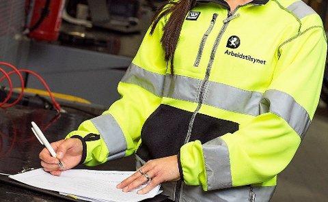 PÅ SAKEN: Arbeidstilsynet jobber fortsatt med arbeidsulykken på Norsk Stål i februar.