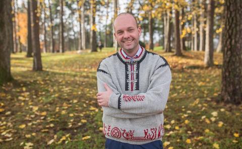 Ordfører i Sarpsborg, Sindre Martinsen-Evje, vil ikke forskuttere økonomisk støtte til Vikingane-innspillingen. Han avventer søknad fra Halden og politisk prosess.