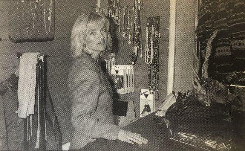 Ny butikk: Kjersti Bjørkevoll opna torsdag «Vesker og klær». Frå HF 2. oktober 1996.