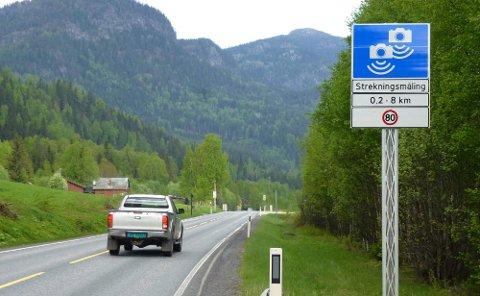 Det blir stadig flere fotobokser på norske veier. Antallet skadde og drept går kraftig ned på strekninger hvor dette blir montert.